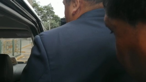 Ronald Chafloque es conducido a la carceleta del INPE.
