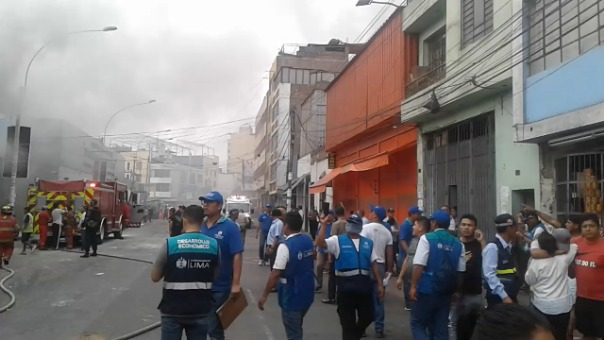 Incendio en el Jirón Ayacucho, en
