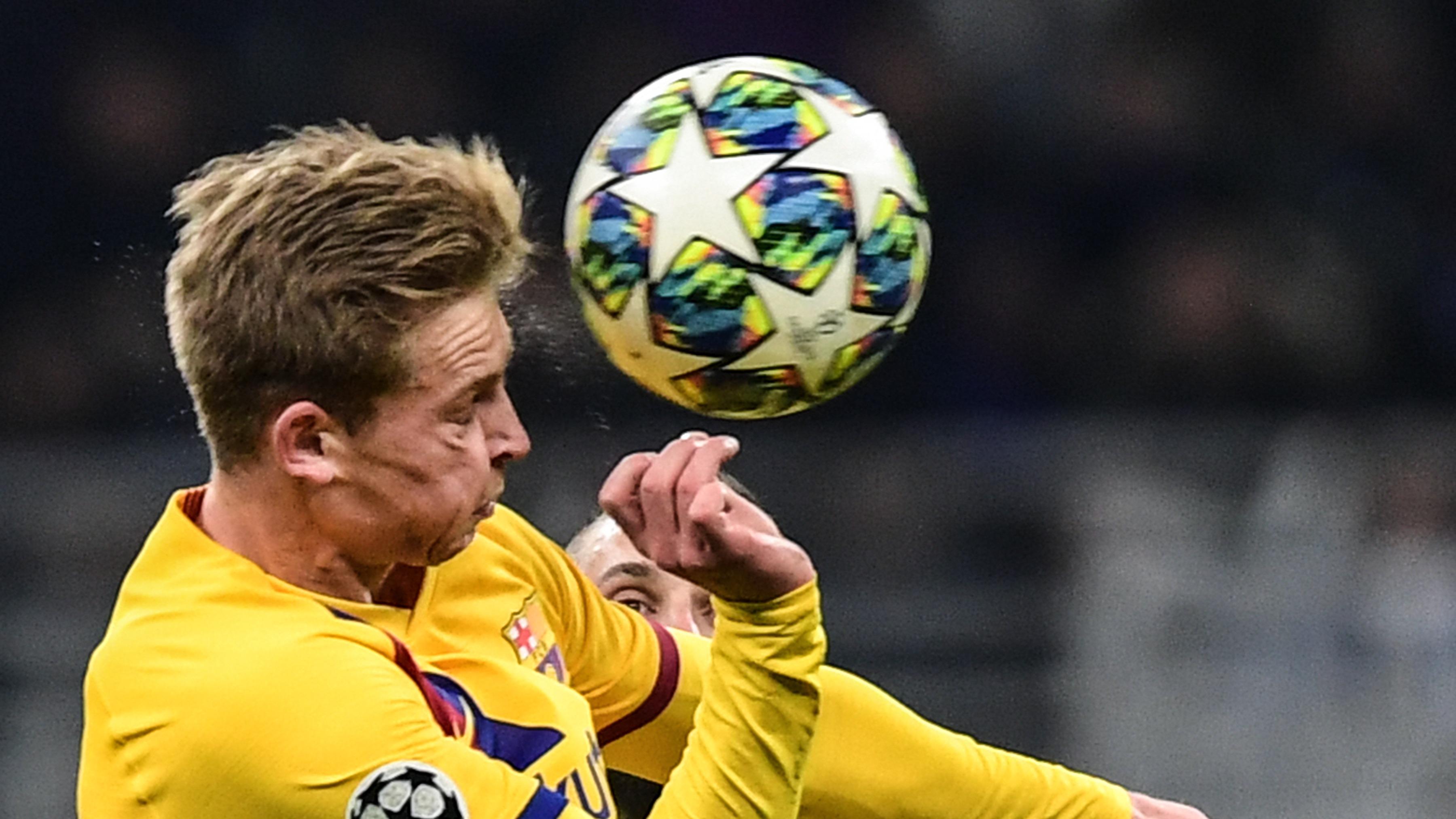 Frenkie de Jong sufrió con la derrota del Ajax por 1-0 ante el Valencia.