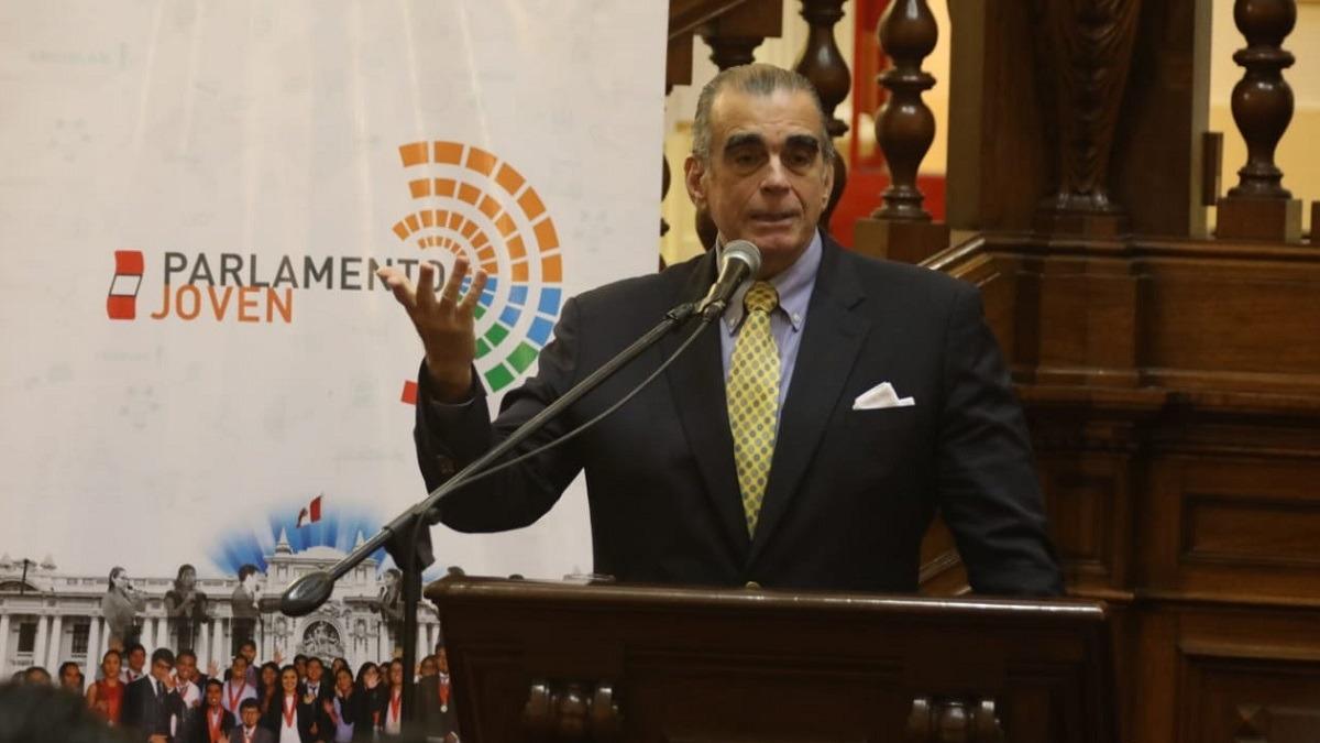 Pedro Olaechea inauguró el programa Parlamento Joven.