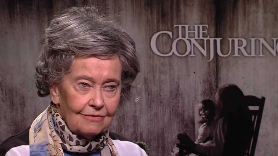 Lorraine Warren (31/1/1927- 18/4/2019). Lorraine era una investigadora paranormal, autora de diversos libros de ciencia ficción y que se volvió famosa con el estreno de la cinta