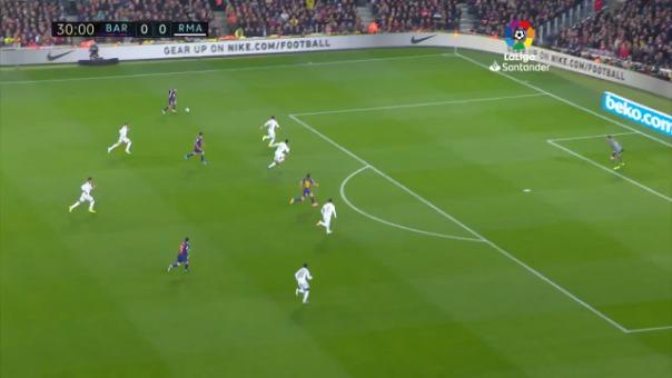Lionel Messi disparó y ahí estuvo Sergio Ramos para alejar el peligro