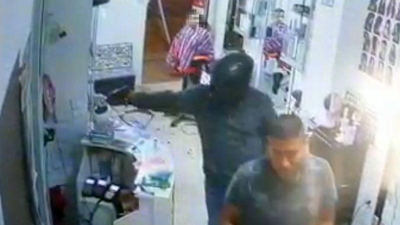 Las cámaras de seguridad captaron el momento del asalto.