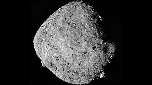 """El """"asteroide de la muerte"""": En diciembre, la NASA informó que Bennu, el """"padre de los asteroides"""", se encuentra más activo en el espacio exterior. Los científicos de la agencia enviaron a la nave OSIRIS-Rex en 2018 para que recogiera más información de este cuerpo celeste y, con ayuda de esta, teorizaron que el enorme asteroide está colisionando con meteoritos, se están deshidratando los filosilicatos que lo forman y las rocas se están destruyendo por cambios de temperatura."""