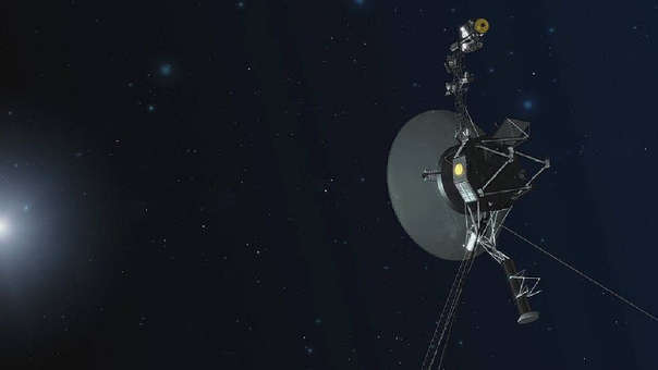 La sonda espacial Voyager 2 llegó al espacio interestelar: La sonda espacial Voyager 2, lanzada en 1977 desde el centro espacial de Cabo Cañaveral (EE.UU.) para estudiar planetas externos,salió del sistema solar y entrado en el espacio interestelar, la región con contenido de materia y energía entre las estrellas dentro de una galaxia. Los astrónomos pudieron confirmar este importante paso cuando el instrumento de medición de onda de plasma que lleva la sonda detectó un marcado aumento en la densidad de plasma.