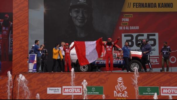 Así fue la participación de Fernanda Kanno en el podio de partida del Dakar 2020.