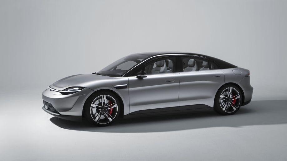El automóvil cuenta con sensores para identificar todo el entorno y su medio interno.