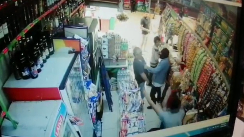 El hombre fue asaltado cuando estaba en una tienda del Mercado Bolívar.