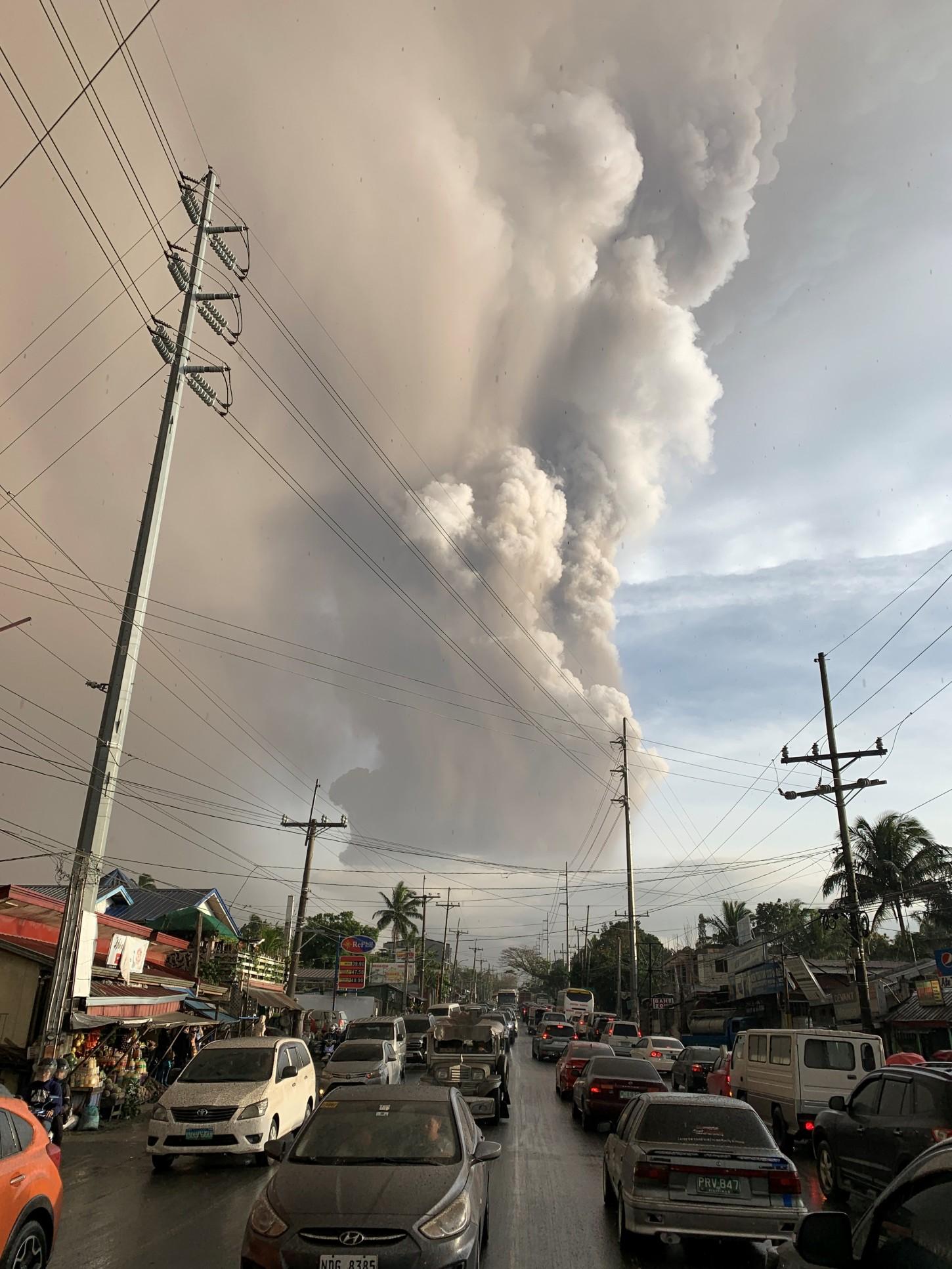 El nivel 4 de alerta supone que es posible una erupción explosiva en cuestión de horas o días, por lo que recomienda la