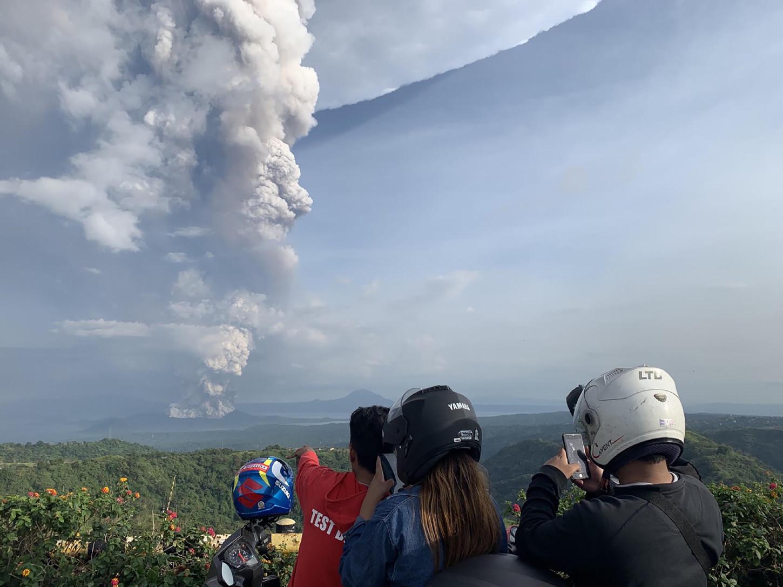 El Taal ha entrado 33 veces en erupción desde 1572, la última de ellas en octubre de 1977. La más letal de todas ocurrió en 1911, en la que más de 1.300 personas perdieron.