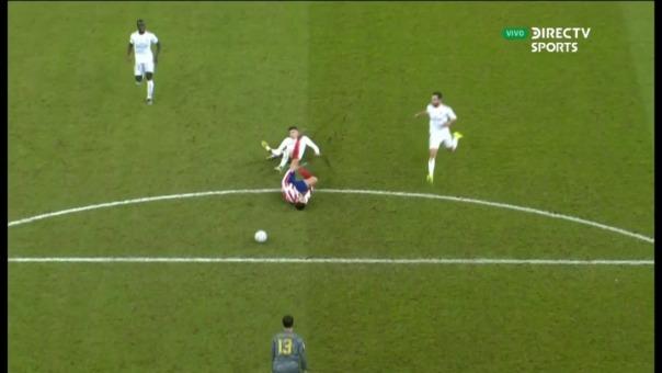 Así fue la falta de Federico Valverde que le valió la tarjeta roja.