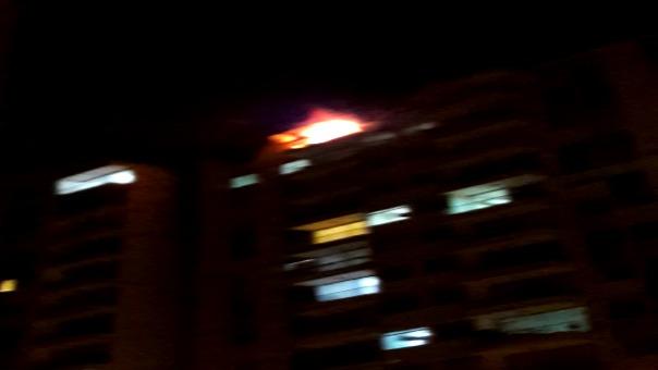 Fuerte incendio de coódigo 2 se produce en Santa Anita.