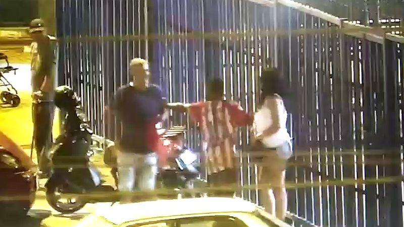 Cámaras de seguridad captaron el momento del ataque, que fue frustrado por un transeúnte.