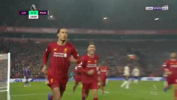 Virgil van Dijk pone el primero a favor del Liverpool ante Manchester United