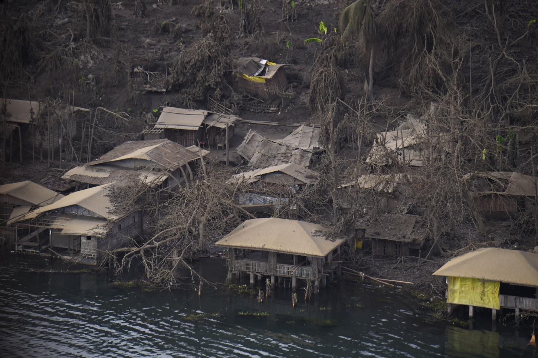 Las familias que vivían cerca del volcán Taal tenían ingresos gracias al turismo ya que pese a los riesgos de una erupción, la región es muy apreciada por los visitantes.