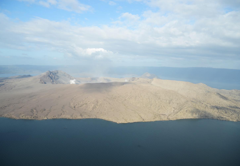 La última gran erupción del Taal, pequeño volcán de 311 metros de altura y situado a unos 100 km de Manila, se remonta a 1977.