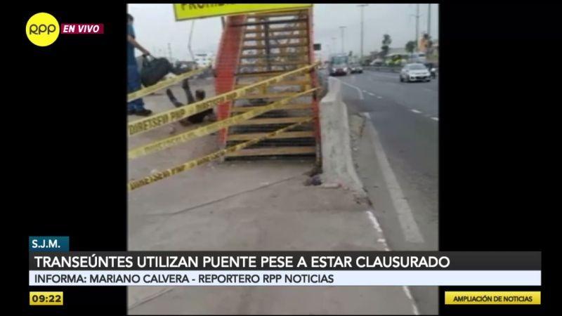 Videos enviados a RPP Noticias muestran cómo la gente cruza irresponsablemente el puente clausurado.