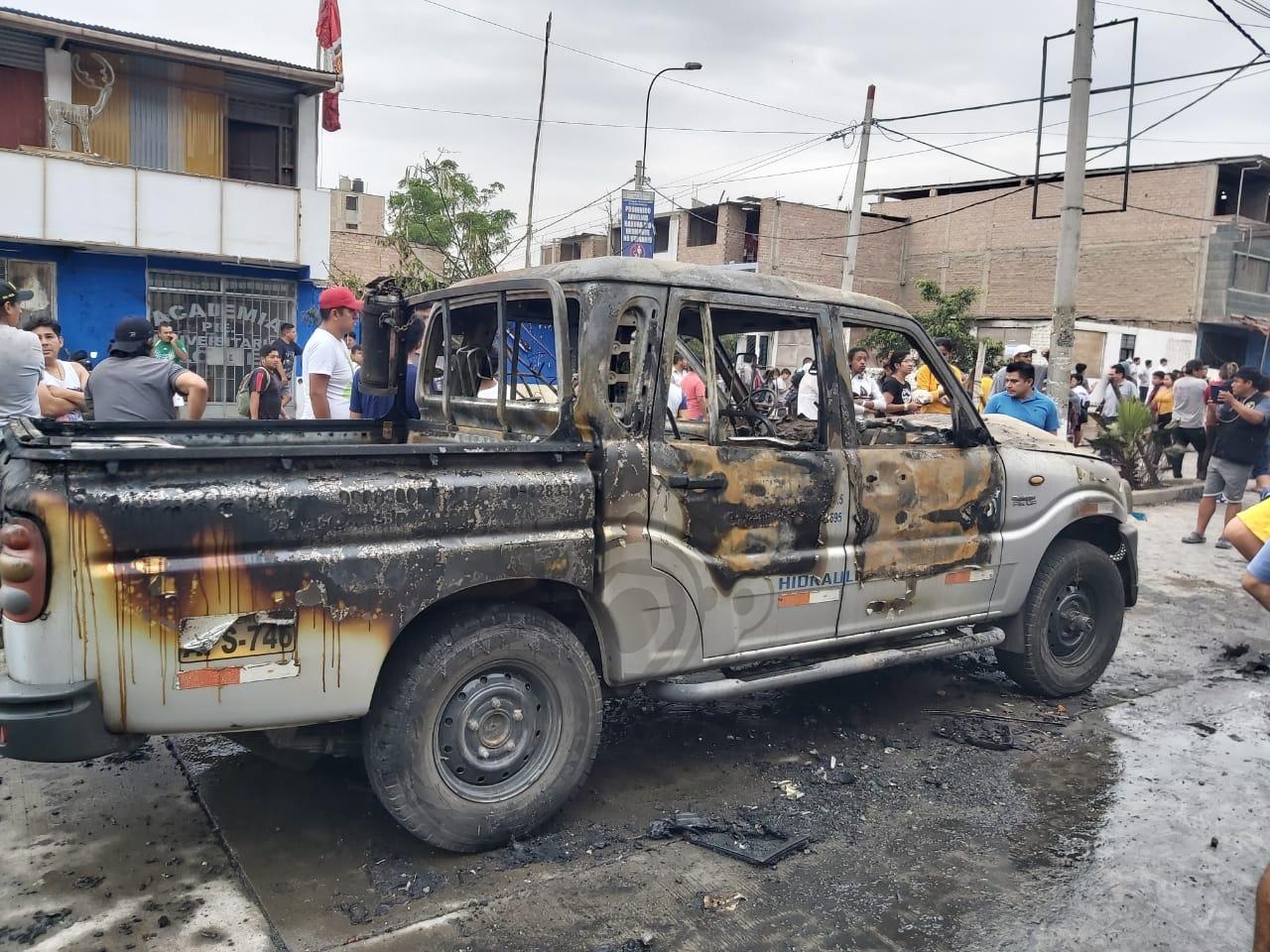Los vecinos no tuvieron tiempo de retirar los vehículos a pesarqueel chofer del camión cisternaalertóde la emergencia de fuga del gas.