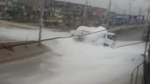Usuario alerta que la nube de gas se expande por las calles.