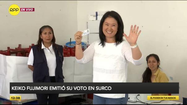 Keiko Fujimori emitió su voto en Surco.