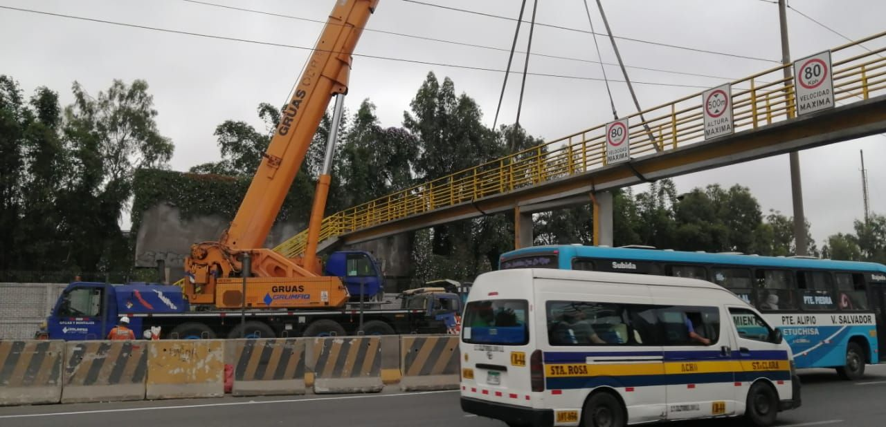 Vecinos pidieron a las autoridades reparar lo antes posible el puente, ya que es la única vía que tienen para entrar o salir de la zona.