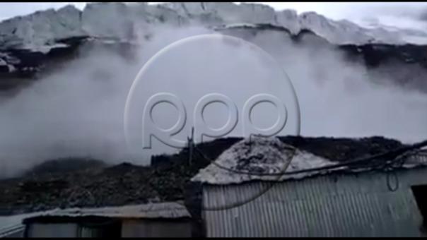 Así fue el momento en el que cayó la avalancha y cubrió las entradas de una mina en Puno.