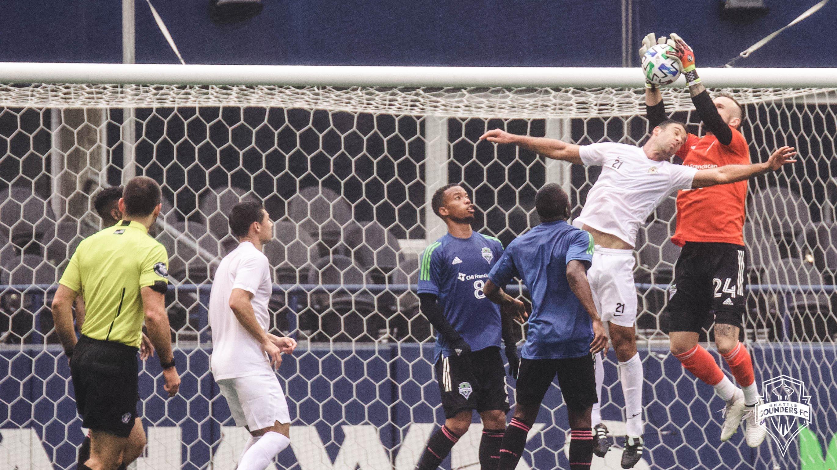 Raúl Ruidíaz marcó uno de los goles en el amistoso de Seattle Sounders.