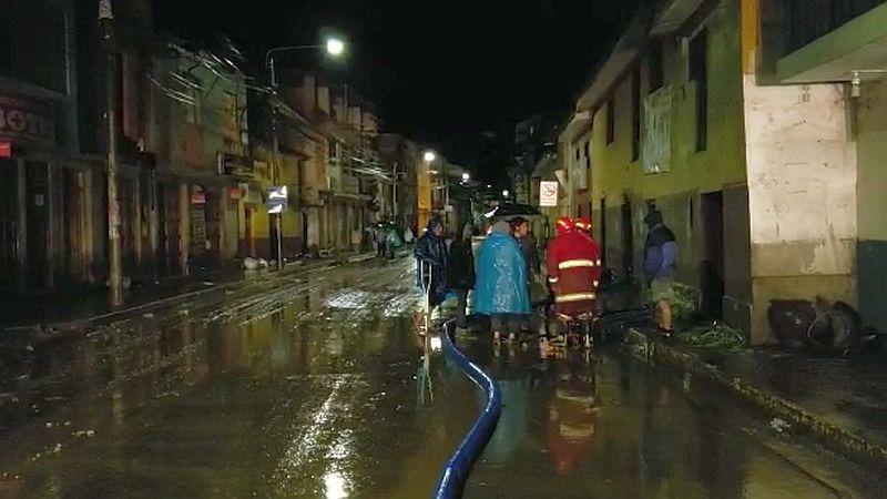 El desborde ha dejado un herido y cuantiosos daños materiales en la localidad cusqueña.