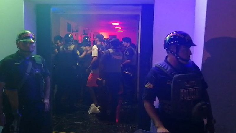 Cien policías participaron en el operativo de clausura.