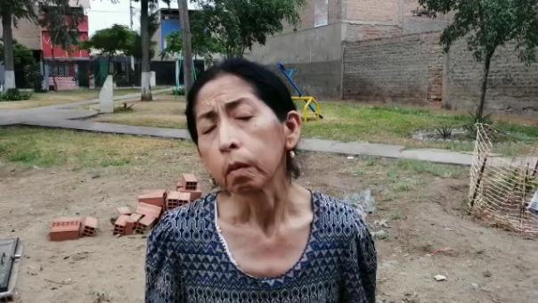 Vecina de San Juan de Miraflores denuncia que el agua de los pozos emite hedores insoportables.