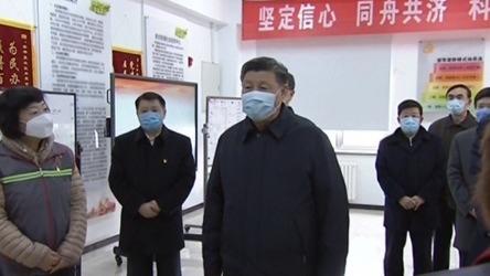 Este lunes, por primera vez, el presidente chino Xi Jinping apareció en público con una máscara de protección.