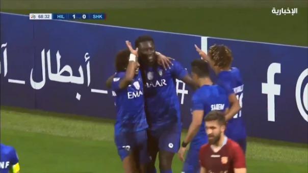 Así fue la asistencia de André Carrillo para el gol de Bafetimbi Gomis.