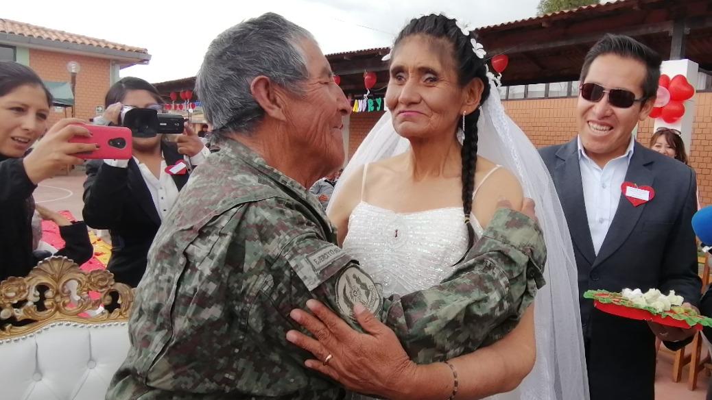 """Los esposos tuvieron su primer baile al ritmo del """"Danubio Azul""""."""