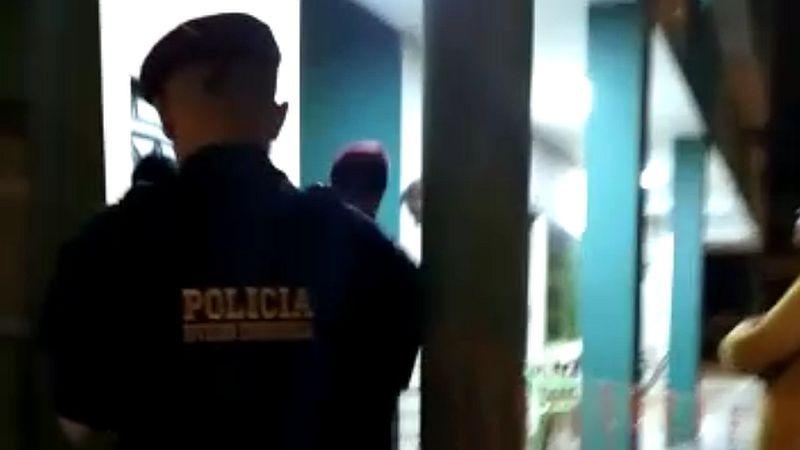 Los delincuentes fueron llevados a la comisaría, donde confesaron el crimen.