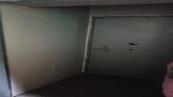 Bóveda es hallada al interior de un colegio de propiedad de Carlos Burgos.