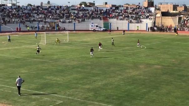 Alejandro Hohberg anotó el tercer gol de Universitario en la victoria frente a Carlos Stein.
