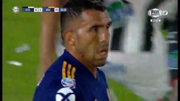 Así fue el remate de Carlos Tévez que fue atajado por Diego Rodríguez.