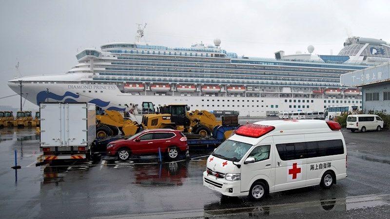 Unas 500 personas de diversas nacionalidades pudieron por fin pisar tierra firme en el puerto de Yokohama.