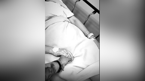 Ezio Oliva compartió un story en su cuenta de Instagram en el que evidencia que Karen Schwarz estuvo internada en la clínica.