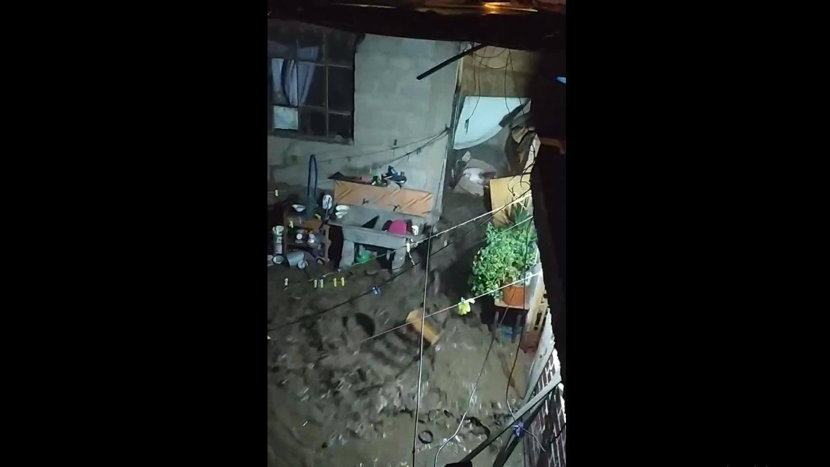 Este es el video que grabó la nieta de Ubaldo Huayta del huaico que destruyó su casa.