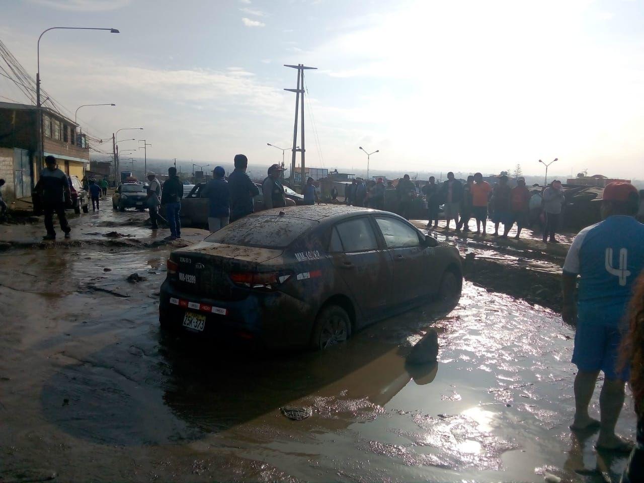 Las fuertes lluvias que cayeron en Tacna activaron las quebradas Karamolle y El Diablo, afectando viviendas y vías de comunicación.