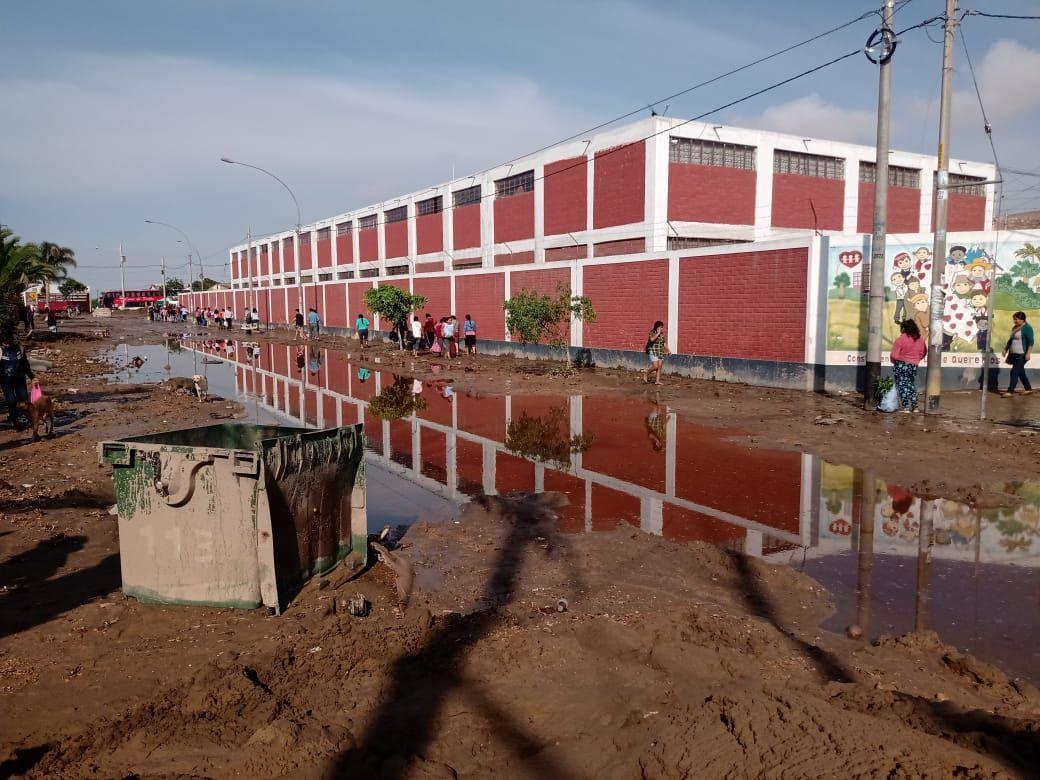 Personal PNP en el lugar tomó las medidas de seguridad e inició la evacuación de todas las viviendas afectadas y/o colapsadas por el huaico.