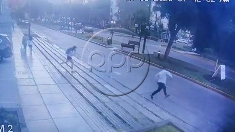 El robo a la menor de edad fue registrado por las cámaras de seguridad de la Municipalidad de Jesús María.