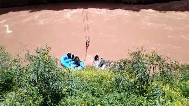 Agentes de la comisaría de San Salvador y la Policía realizaron labores de rescate.