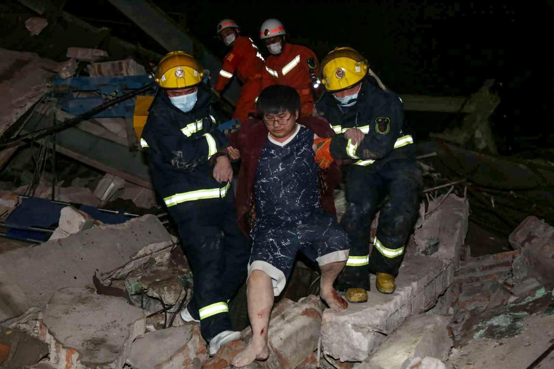 Los servicios de rescate han podido sacar hasta el momento a 37 personas, según un comunicado de autoridades locales de Quanzhou, en la provincia de Fujian.