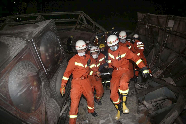 Las autoridades de Fujian mandaron 150 trabajadores al sitio para las tareas de rescate, según la emisora televisiva CCTV.