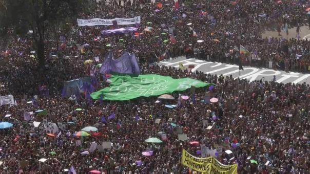 Esta es la primera gran manifestación feminista desde que el 18 de octubre del año pasado estallaron las protestas sociales en Chile.