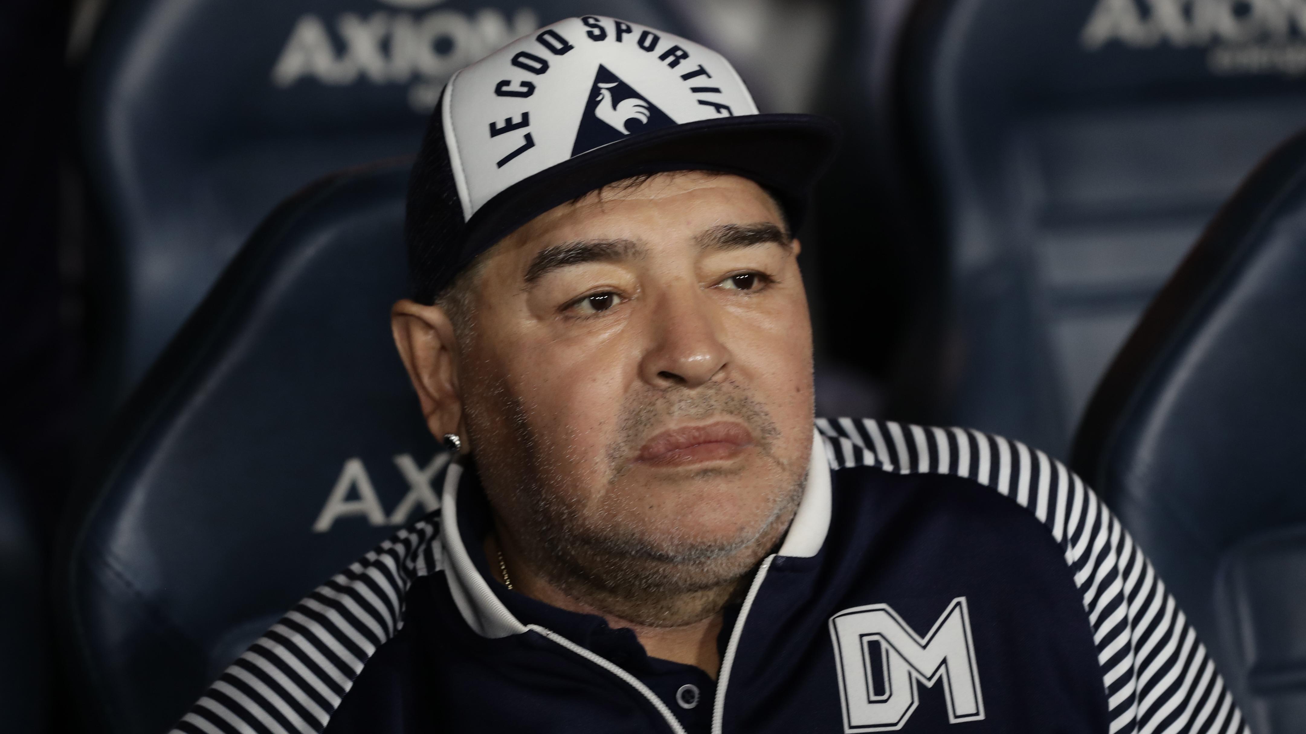 Diego Maradona, entrenador de Gimnasia y Esgrima La Plata.