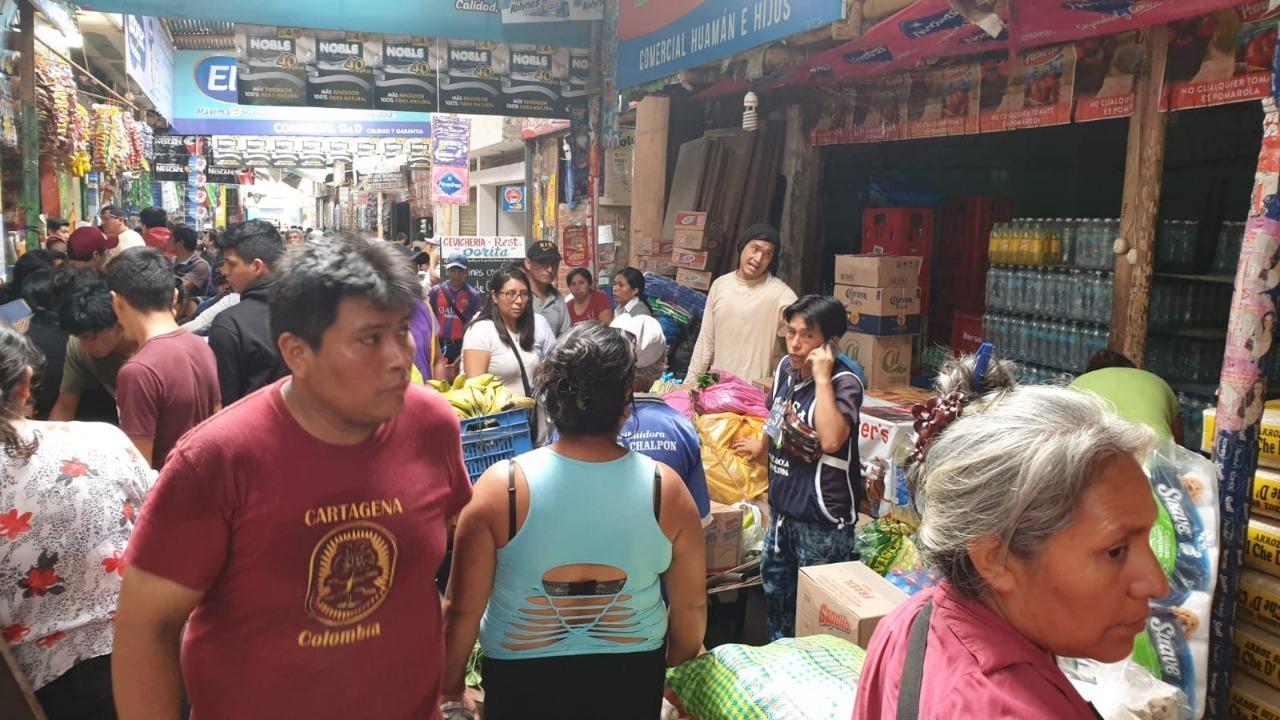El Mercado La Hermelinda luce más abarrotado de usuarios que de costumbre.