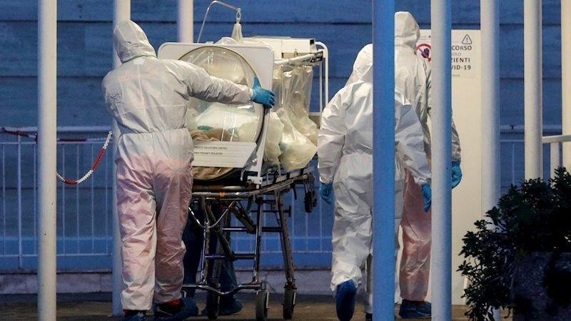 De los enfermos, 2.060 se encuentran ingresados en unidades de cuidados intensivos